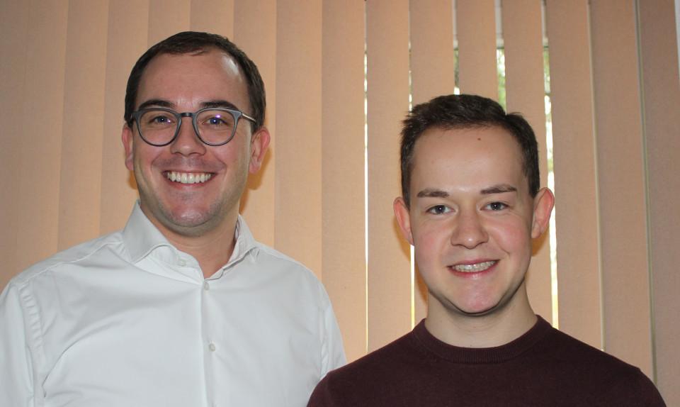 Danken für die Unterstützung durch den Fuldaer Kreistag für die Ortsumgehung B 254: Lauterbachs CDU-Fraktionsvorsitzender Felix Wohlfahrt und sein Wartenberger Kollege Lukas Kaufmann (rechts).